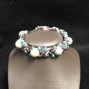 Vintage Sarah coventry pearl bracelet blue accent